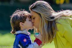 Beijo de mãe é carinho dobrado