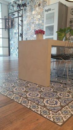 Porcelanato Urba 567 X 567 Cer San Lorenzo Foyer Flooring, Wood Tile Floors, Kitchen Flooring, Floor Design, Tile Design, House Design, Home Decor Kitchen, Kitchen Design, Tiled Hallway