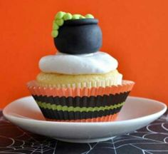 Halloween cupcakes look so awesome