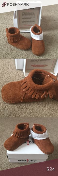 NIB Unisex Baby Minnetonka Back Strap Bootie-Size1 NIB Unisex Baby Minnetonka Back Strap Bootie-Size Infants 1. Handmade and beautiful! Real fashion statement for your hip little one! Would also make a great gift! Fast Shipping! Smoke free home! Open to Offers on my Items or 15% off Bundles! 🌷Top 10% Seller!🌷 Minnetonka Shoes Moccasins
