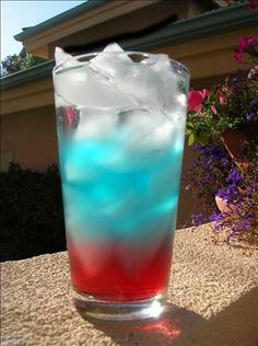 A patriotic 'mocktail' for the kids!  MAHM I NEED ONE