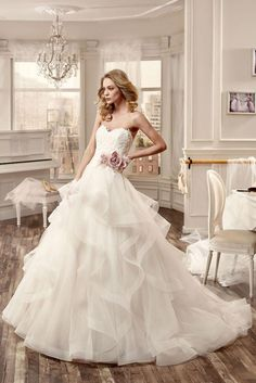 Wedding Dress Nicole Spose by Alessandra Rinaudo // Abiti da sposa // Volant and tulle
