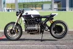 BMW Cafe Racer brutal by De Angelis Elaborazioni Bmw Cafe Racer, Inazuma Cafe Racer, Moto Cafe, Cafe Racer Girl, Cafe Racer Build, Cafe Racer Motorcycle, Motorcycle Style, Women Motorcycle, Motorcycle Quotes