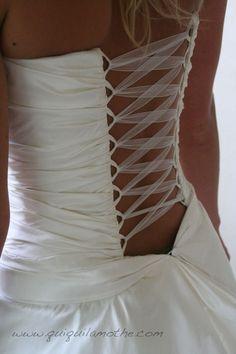 Robe bustier de mariée dos nu simple.
