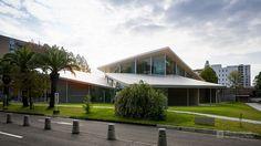 Okayama University, Junko Fukutake Hall (岡山大学 Junko Fukutake Hall). / Architect : Kazuyo Sejima + Ryue Nishizawa / SANAA (設計:妹島和世+西沢立衛/SANAA).