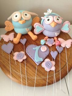 Giggle and hoot, hoot or hootabelle cake toppers Birthday Fun, Birthday Ideas, Birthday Cake, Kids Party Themes, Party Ideas, Jungle Cake, Fondant Animals, Party Catering, Fondant Tutorial