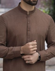 Stylish Junaid Jamshed Men's Kurta For Yr 2019 Styles for Semi formal Wear African Wear Styles For Men, African Shirts For Men, African Clothing For Men, Mens Clothing Styles, Trendy Mens Fashion, Indian Men Fashion, Stylish Men, Fashion Suits, Men's Fashion