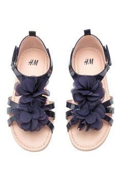 Sandals in faux leather with a decorative appliqué at front, ankle strap with hook-loop fastener, and a loop at back. Faux leather insoles and rubber soles. Toddler Sandals, Girls Sandals, Kids Fashion Boy, H&m Fashion, H&m Shoes, Boys Shoes, H & M Kids, Big Kids, H&m Baby