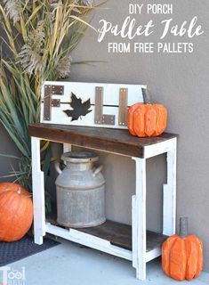 Outdoor DIY Projects : Grab a couple of free pallets and make a cute farmhouse style entry table for the front porch! Free plans and tutorial to build this pallet porch table. Free Pallets, Recycled Pallets, Wooden Pallets, Pallet Wood, Pallet Art, Porch Table, Diy Porch, Pallet Crafts, Diy Pallet Projects