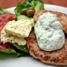 Low carb open chicken burgers Served with tzatziki, these appetizing bites are just delish. Lunch Recipes, Healthy Dinner Recipes, Real Food Recipes, Chicken Recipes, Cooking Recipes, Healthy Dinners, Tzatziki Recipes, Homemade Tzatziki, Tzatziki Sauce