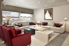 Molins Interiors // arquitectura interior - interiorismo - salón - sofá - sofá rinconero - butaca - sillón - alfombra - mesa de centro