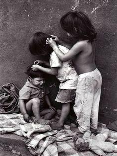 Mbyá-Guarani Indians. São Paulo, Brazil. Photo by Rosa Gauditano.