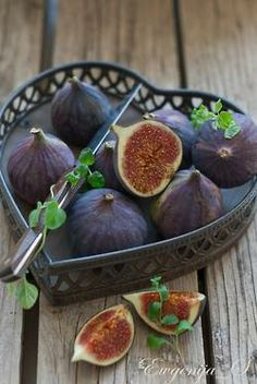 Oh be my Valentine, two weeks too late, but in time for Purim. Sweeter and tastier than most chocolate. I love fresh figs.