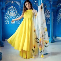 Party Wear Indian Dresses, Indian Gowns Dresses, Dress Indian Style, Indian Fashion Dresses, Indian Designer Outfits, Indian Outfits, Designer Dresses, Designer Kurtis, Indian Wear