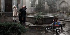 Risultato della ricerca immagini di Google per http://2.bp.blogspot.com/-zVz-1J8bNvY/UL64FhhkR4I/AAAAAAAAAbQ/oolNfN2SFO4/s1600/pollo-alle-prugne-i-primi-fiocchi-di-neve-in-una-fanciullesca-scena-del-film-235253.jpg