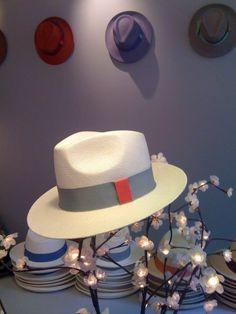 À l'atelier-boutique de La Cerise sur le chapeau #lacerisesurlechapeau #chapeau #hat