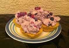 Muffini s kremom od posnog sira i šumskog voća