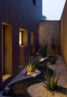 Jardins e piscinas no foco da iluminação - Casa