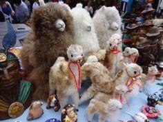 エクアドルのアルパカ市場のアルパカ人形   A!@attrip