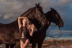 Во всю идет запись на новогодние съемочки  ❤️ В студии с лошадкой  и символ нового года  - 10 декабря ❤️Мини лошадка в студии - 11 декабря ( все лошадки трюковые ) Снимали красоту для @lazurineofficial  модель @daryaandreevna93  Макияж @irinaboyko16  прическа @ira.milehina  купальник @lazurineofficial  #конь#кони#лошадь#фотографспб#фотосессия#фотосессияслошадьми#пляж #финскийзалив #красота#девушка#блондинка#photoshootwithhorse#photographer#portrait#photoshoot#h...