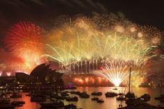 En Oceanía dan la bienvenida al 2013.  Fuegos artificiales iluminan Sídney durante las celebraciones de Año Nuevo. (Foto: EFE)