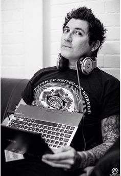 i wonder what website hes on ;) lol jk i wonder what website hes on ; Jaime Preciado, Tony Perry, Alan Ashby, Jack Barakat, Of Mice And Men, A Day To Remember, Blink 182, Black Veil Brides, Pierce The Veil