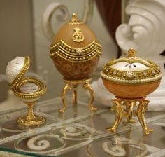 3 Delightful little Fabergé eggs. Fabrege Eggs, Faberge Jewelry, Egg Crafts, Egg Art, Russian Art, Egg Decorating, Egg Shells, Oeuvre D'art, Trinket Boxes