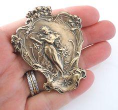 Cartier Jewelry, Chanel Jewelry, Antique Jewelry, Vintage Jewelry, Ancient Jewelry, Bijoux Art Nouveau, Art Nouveau Jewelry, Fairy Jewelry, Cute Jewelry