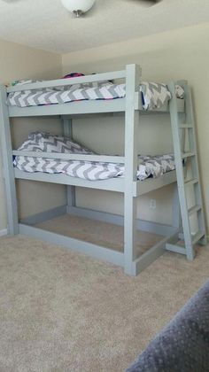 Free DIY Bunk Bed Plans & Ideas that Will Save a Lot of Bedroom Space Surprising triple bunk bed band you'll love Safe Bunk Beds, Bunk Beds Boys, Wooden Bunk Beds, Bunk Bed Plans, Cool Bunk Beds, Bunk Beds With Stairs, Triple Bunk Beds, Loft Spaces, Shared Kids Rooms