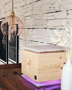Der ZirbenLüfter®Cube passt mit seinem edlen und zeitlosen Design zu jedem Wohnstil und verbreitet einen angenehmen und wohltuenden Zirbenduft.  #luftbefeuchter #zirbe #interiordesign Interiordesign, Hope Chest, Storage Chest, Cube, Furniture, Home Decor, Humidifier, Timber Wood, Homes