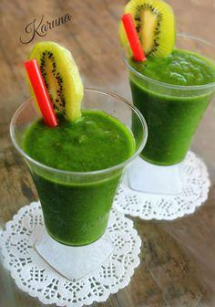 Batido verde, de espinacas, kiwi, melón, leche vegetal y semillas de chía. Smoothie green, spinach, kiwi, cantaloupe, milk and vegetable chia seeds