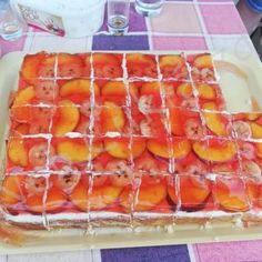 Karantén szelet Hot Dog Buns, Hot Dogs, Izu, Strawberry, Peach, Bread, Candy, Fruit, Erika