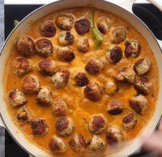Boulettes indonésiennes au poulet dans une sauce crémeuse cari et lait de coco - Recettes - Ma Fourchette
