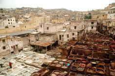 Medina de Fez, Marruecos: En esta gigantesca medina aprenderás muchísimo sobre la creación de telas. Aún conserva su estructura medieval y es un laberinto repleto de tiendas y talleres. Foto: GETTY IMAGES