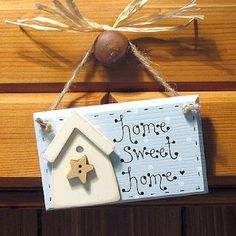 TOP home safety tips while you are away on holiday Wooden Plaques, Wooden Signs, Handmade Home Decor, Diy Home Decor, Arte Pallet, Wood Crafts, Diy And Crafts, Wood Projects, Projects To Try