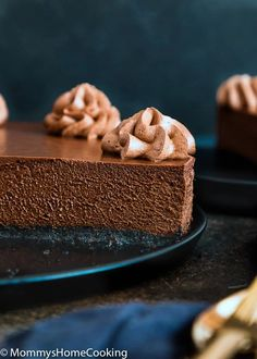 This Eggless Chocolate Cheesecake is indulgently rich and creamy! An easy, fully make-ahead dessert, that everyone will LOVE! Eggless Cheesecake Recipe, Easter Cheesecake, Frozen Cheesecake, Eggless Desserts, Chocolate Cheesecake Recipes, Nutella Cheesecake, Make Ahead Desserts, Pumpkin Cheesecake, Chocolate Whipped Cream