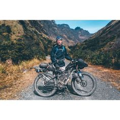 Brian and his trusty Ventana El Gordo, bedecked with a full compliment of Porcelain Rocket clothing. Panniers that were used for the longer stints in Patagonia are now to be shed, for the hilly delights of the #RutaDeLasTresCordilleras and the Peru Divide that lies ahead. @outforawhile_mulder @porcelainrocket @cyclemonkeyusa @rohloff_en #tourdeyungas #bikepacking #bolivia