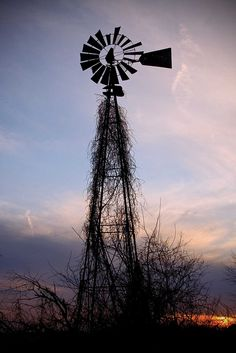 love this abandoned windmill Tilting At Windmills, Old Windmills, Farm Windmill, Windmill Diy, Hanging Clouds, Wind Of Change, Water Tower, Old Farm, Le Moulin