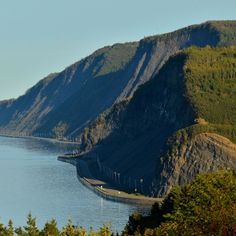 The Bas-Saint-Laurent – Gaspésie Tour is a legendary scenic drive that loops around the huge Gaspé Peninsula. Take a look at the itinerary suggested. Grand Tour, Province Du Canada, Quebec Province, Bas Saint Laurent, Gros Morne, Voyage Canada, Atlantic Canada, Canadian Travel, Visit Canada
