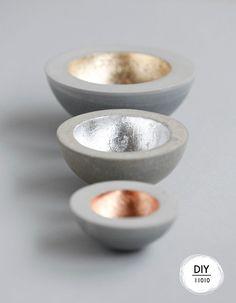 Gorgeous metal lined bowls Betonschale // Werde dein eigener Designer und gestalte was dir gefällt! Mit Beton ist so ziemlich alles machbar und das Ergebnis überzeugt immer! http://www.marein.ch/basteln/9047/beton-schale/