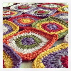 .@jemerasp | Preparando la composición para empezar el montaje #crochet #wool #Drops #bright | Webstagram - the best Instagram viewer