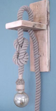 Touwlampen met metalen fitting gemaakt van gerecycled scheepstouw, diverse afmetingen. Maatwerk touwlamp met afgebonden fitting.