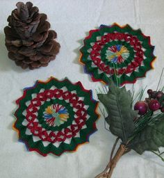 Red #Petals in Green Set of 2 #Coasters by #RSSDesignsInFiber @rssdesignsfiber