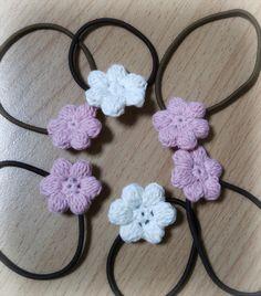 一度ぷくっとしたお花のモチーフを作ってみたくて。 お花モチーフはいろんなものと合うので好きです。 ヘアゴム以外にも、ウッドクリップやぱっちんどめにもいいですよね。 残り少ない糸でできるのがうれしいです♪ 9/21 編み図添付しました! ブログ始めました。 http://petitelily.jugem.jp/