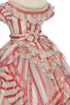 Fashions From History Up Close: Dress, (Les Arts Decoratifs) 1800s Fashion, 19th Century Fashion, Victorian Fashion, Vintage Fashion, Antique Clothing, Historical Clothing, Vintage Gowns, Vintage Outfits, Vintage Costumes