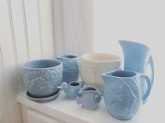"Ellen Fitzpatrick on Instagram: ""Baby blue. #mccoy #mccoypottery #haegerpottery #vintagepottery #vintageartpottery #cottagestyle #vintagehome #vintagehomedecor…"" Blue Pottery, Mccoy Pottery, Vintage Pottery, Vintage Home Decor, Vintage Art, Cottage Style, Baby Blue, Blues, Play"