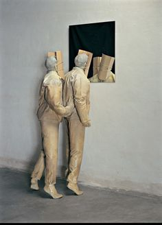 Juan Muño, Staring at the sea, 1997-2000. Polyester resin figures with cardboard mask and mirror. Private collection