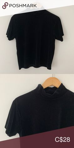 Vintage velvet mockneck top Super adorable, a bit cropped. Size says but it fits like a modern small. Brand is Jessica but also has a Sears label. Jessica Black, Vintage Velvet, Plus Fashion, Fashion Tips, Fashion Trends, Mock Neck, Label, Crop Tops, Modern