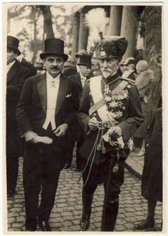 Marshall Alexander Averescu in hussard uniform (former Prime Minister) and Armand Calinescu (future Prime Minister). by becky History Of Romania, City People, Flying Geese, Old Photos, Wwii, Istanbul, Quilts, Prime Minister, Quilt