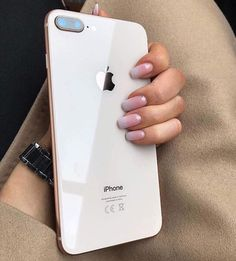 iPhone 8 plus 😍 uploaded by ♡ on We Heart It Iphone 7, Free Iphone, Coque Iphone, Apple Iphone, Iphone Cases, Hipster Vintage, Style Hipster, Coque Smartphone, Android Smartphone